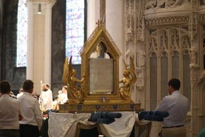 Velo de la Santísima Virgen en la Catedral de Chartres